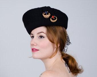 f993398ca2040 1940s vintage hat   black wool tilt hat   Medfield