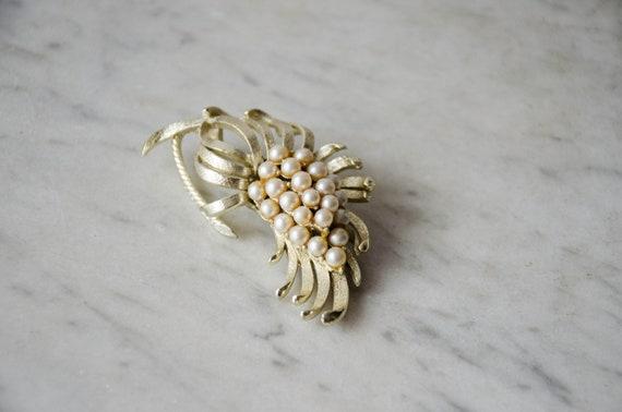 pearl flower brooch | vintage Coro brooch - image 3