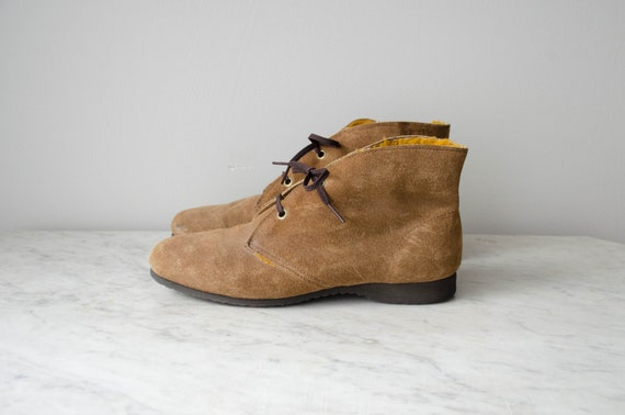 brown ankle boots | brown chukka boots | 1970s boo
