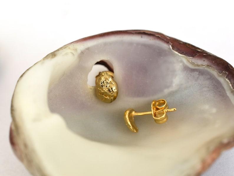 Gold Stud Earrings for Women 14k Solid Gold Earring Seashell Earrings Minimalist Studs Hammered Gold Earrings Organic Jewelry