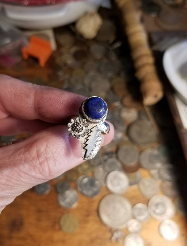 Grateful style bolt ring with lapis lazuli