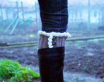 Crochet pattern Boot cuffs with ruffles leg warmers women short boot socks, knit look crochet, DIY photo tutorial, Instant download