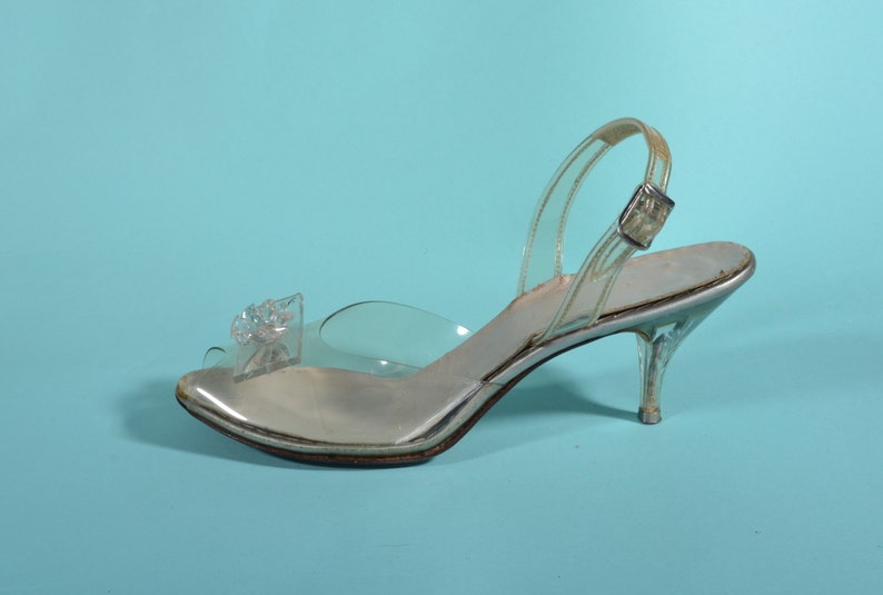 7a9fc6b56dd Vintage 1950s Carved Lucite Shoes Slingback High Heels