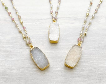 Druzy Pendant Beaded Necklace in Gold. Boho Chic Necklace. Grey White Neutral Crystal Beaded Necklace