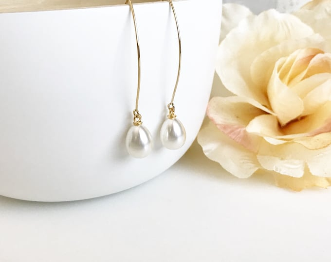 Wedding Earrings. Pearl Drop Earrings. Bridesmaid Gift. Drop Earrings. Wedding Jewelry. Simple Earrings. Bridal Party Gift. Pearl Jewelry.