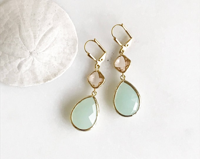 Earrings Champagne Peach and Mint Dangle Earrings.  Bridesmaid Earrings. Dangle Earrings. Drop Earrings. Wedding Jewelry. Bridal. Gift.