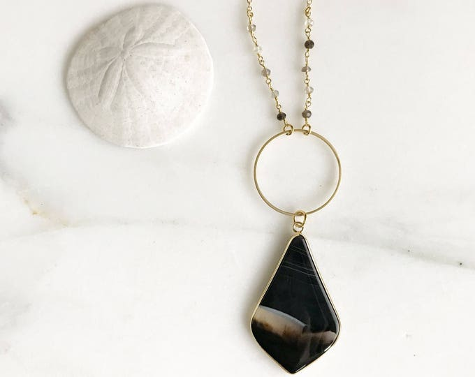 Long Boho Kite Stone Necklace in Black and Gold. Long Boho Necklace. Holiday Necklace. Beaded Chain. Bohemian Necklace. Gift. Agate Necklace