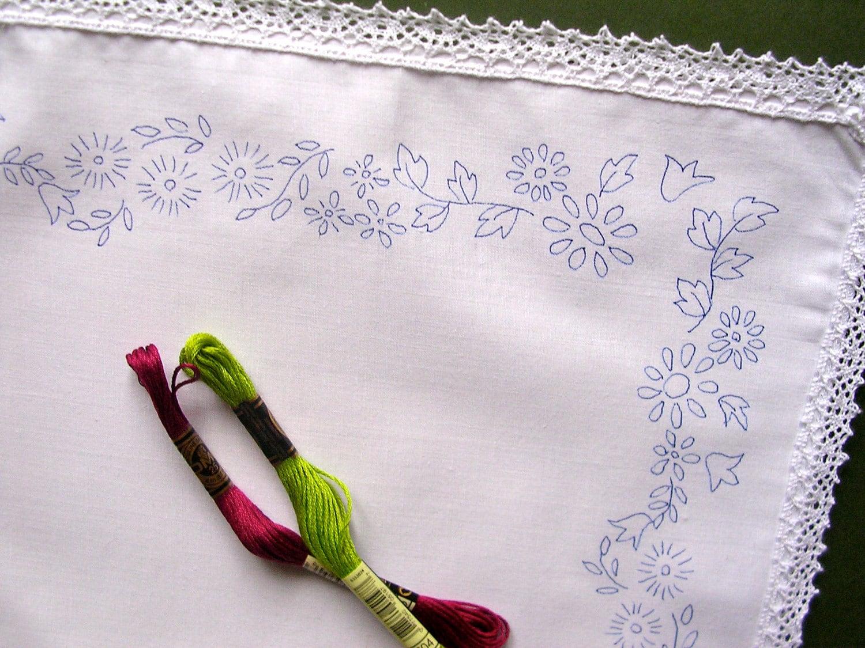 Único bordado paño de la bandeja con un diseño de bordado | Etsy