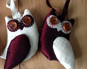 Pair of Owls - Dark Red & White - Christmas Decorations