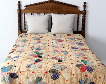 vintage quilt, floral hand tied Dresden plate quilted bedspread