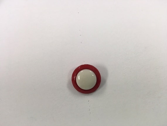 """12 Red  White Button Shank 18 mm 11//16/"""""""