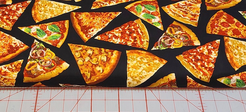 Timeless Treasures - Choose Your Cut Foodie Pizza Black