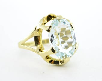 14K Yellow Gold 5ct Oval Cut Aquamarine Ring- Size 6.25