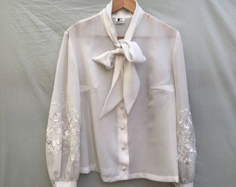 Size 18 Gorgeous sheer embroidered folk blouse