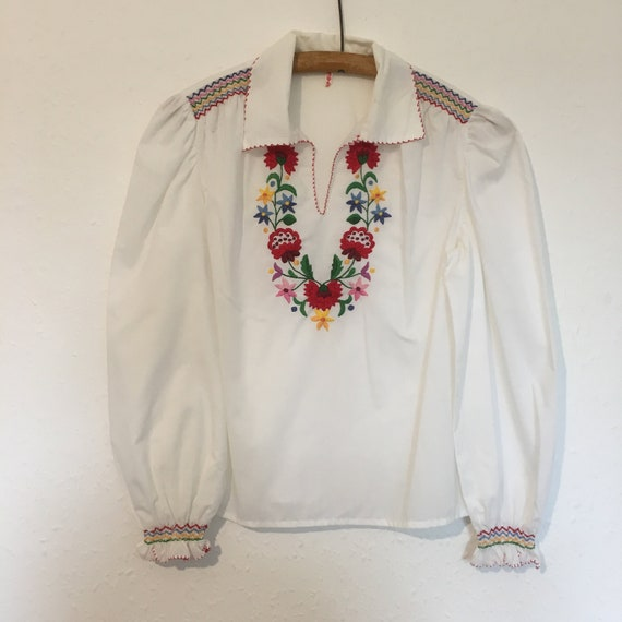 Size 16 Authentic Hungarian folk blouse.