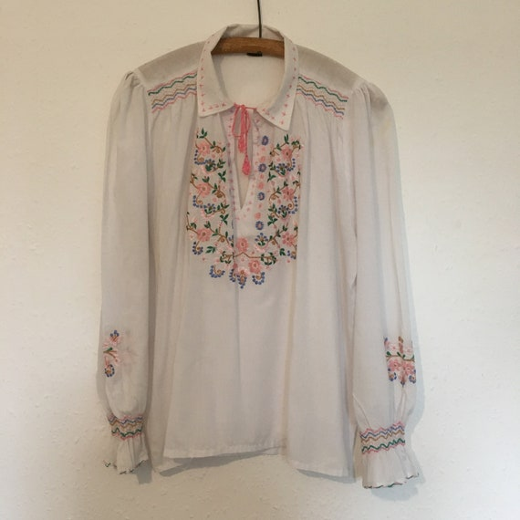 Size 20 Embroidered Hungarian folk blouse.