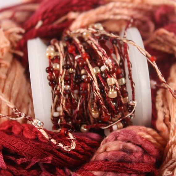 Vin rouge pêche de perles à broder avec perles rocailles perles avec paillettes teintée à la main fibre art ruban tissage fil perle de piquage embellissement bb59d6