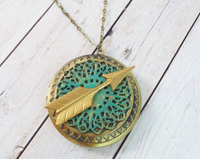 Modern Arrow Locket Large Round Brass Picture Pendant Layering Necklace Gold Style Verdigris Filigree - Geometric Keepsake Jewelry