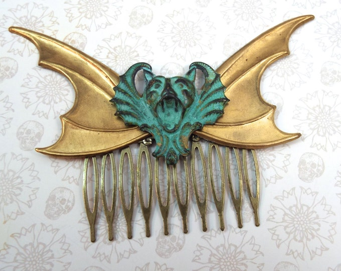 Rustic Screaming Bat Wings Gothic Decorative Hair Comb - Nasferatu