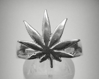 PE000770 Sterling silver pendant cannabis solid 925