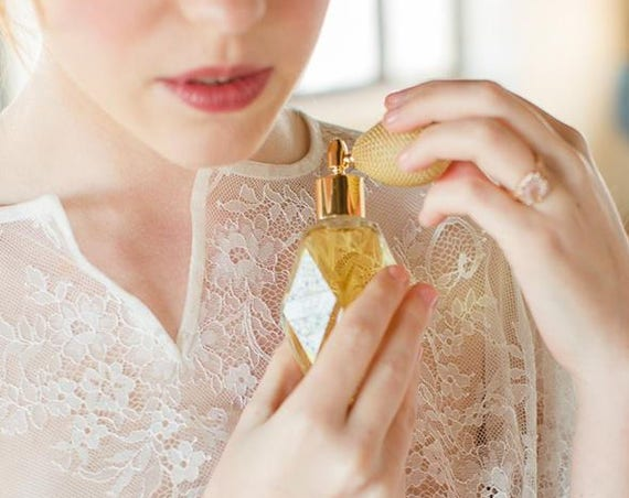 Soleil-Botanical Perfume with Ivory Bulb sprayer and golden fitting