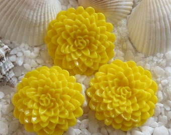 Resin Mum Flower Cabochon  - 24mm -  12 pcs - Yellow