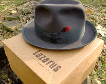 Fantastic 1950 s 60 s Royal Stetson Brown Felt Fedora with Red Feather  Accent 2d8bdd3d932f