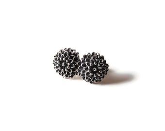 Chrysanthemum sterling silver black earrings. Black silver. Small earrings. Stud earrings. Flower earrings. Handmade jewelry.