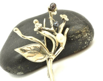 Sterling silver small  pearl brooch twig, floral pin branch flowers and leaf botanical pin handmade floral brooch, black and white pearls