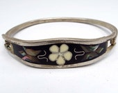 Vintage Bracelet, Sterling Silver Bracelet, Hinged Bangle Bracelet, Black and White Inlaid Mother of Pearl and Dyed Abalone, Retro 1980s 80s