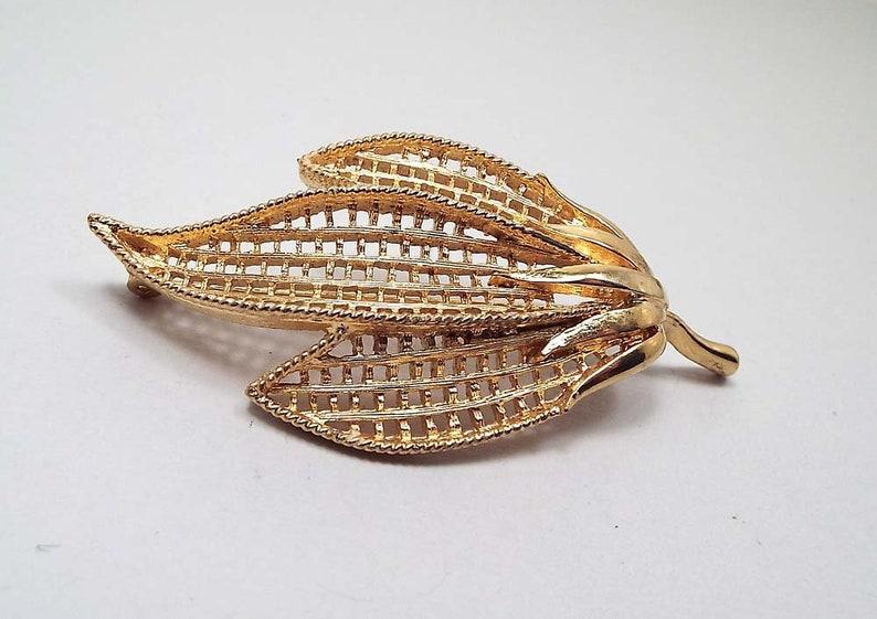 Retro 1970s 70s Gold Tone Vintage Leaf Brooch Fall Jewelry Textured Filigree