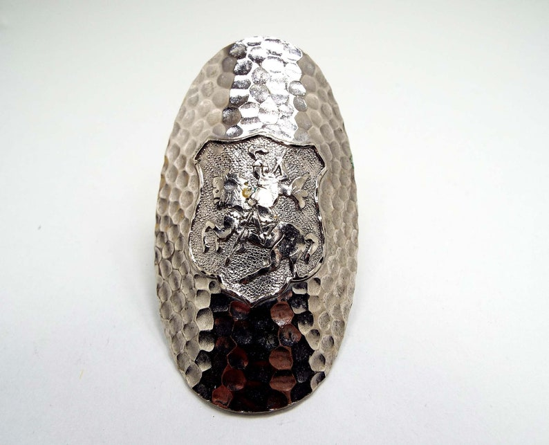 Mid Century 1960s 60s Large Oval Hammered Silver Tone Crest Shield Knight on Horse Vintage Scarf Ring