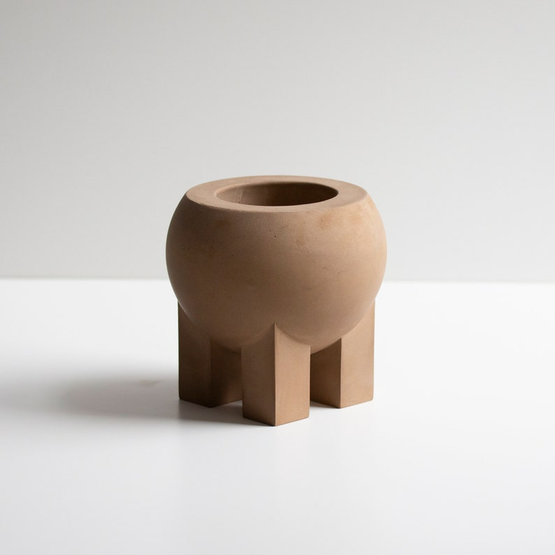 Belly Pot in Brown image 0