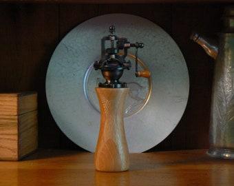 Pepper mill - pepper grinder - hand grinder -  Housewarming - Kitchen - hand mill - Foodie -  Chef – PG560