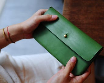 Artemis Leatherware Hand Stitched Stud Leather Wallet