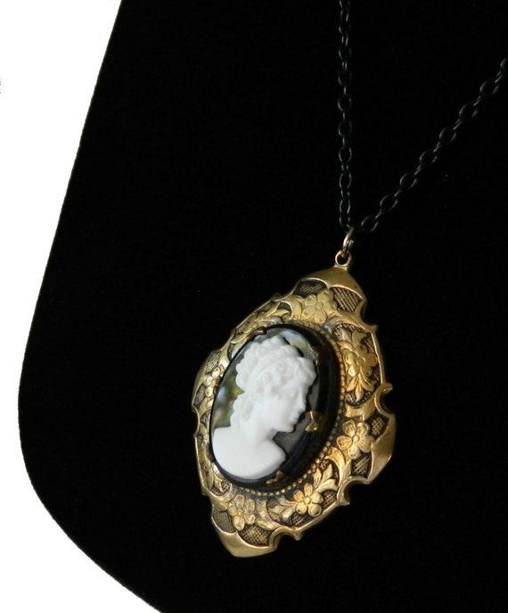 Vintage Cameo Locket Pendant Necklace 1940s Victor