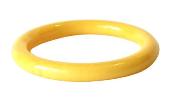 Vintage Butter Yellow Bakelite Bangle Bracelet - image 2