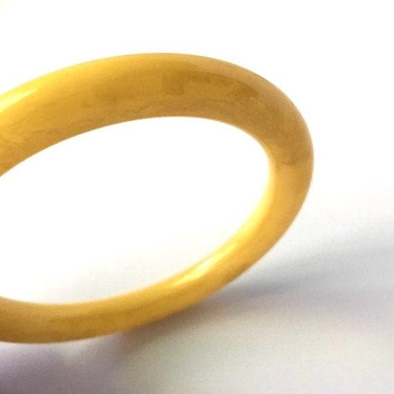 Vintage Butter Yellow Bakelite Bangle Bracelet - image 4