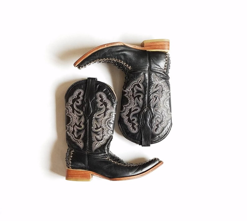 755890751ab43 Vintage Womens 8 Carreta Boots Inc Python Snake Skin Embroidered Pointy Toe  Chelsea Cowboy Boots Pull On Calf High Rare Streetwear Style Mod