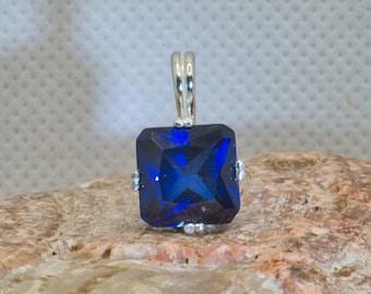 Blue  sapphire pendant in silver.
