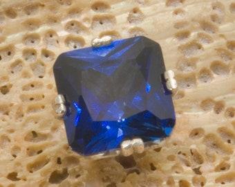 Blue octo cut sapphire tie tack in silver.