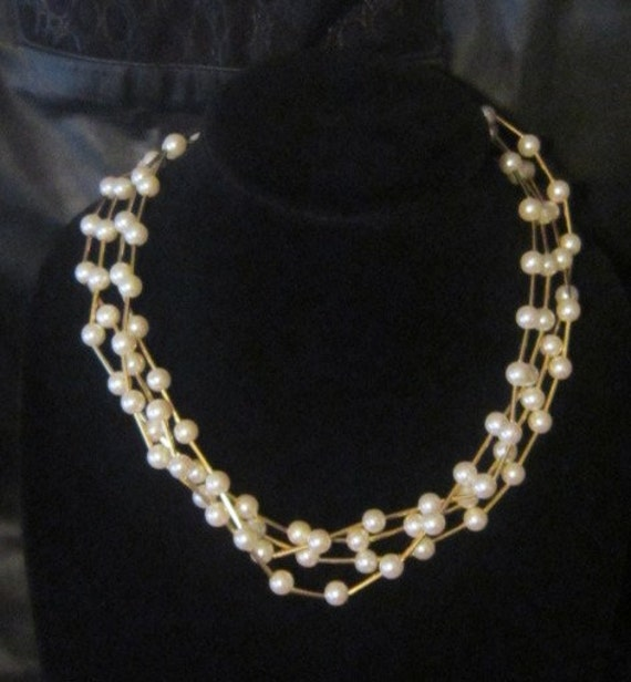 Vintage Pearl and Gold AVON Necklace - image 1