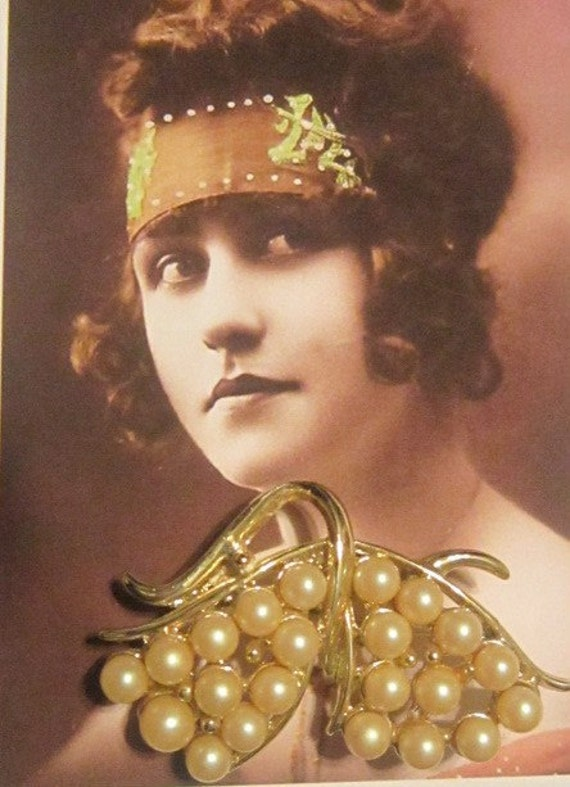 Vintage Gold and Pearl Brooch - image 1