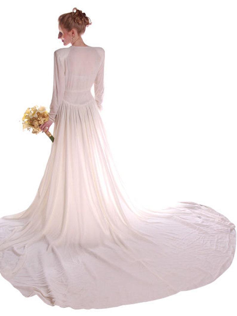 556f6e71776 Stunning Vintage Winter White Silk Velvet Wedding Gown w Train