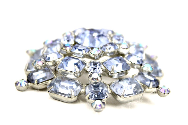 Sale Gorgeous Vintage Signed Weiss Layered Statement Brooch Blue Aurora  2 12 1950s Rhodium