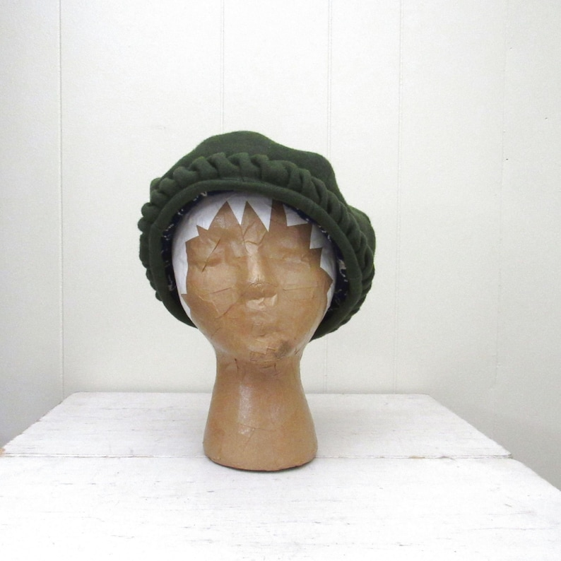 Vintage Beret Hat  Womens Olive Green Wool Beret  Mod 1960s image 0