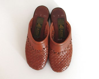 Early 90s Camel Tan Brown Woven Leather Slip-On Clogs Aztec Womens Size 6 / 6.5