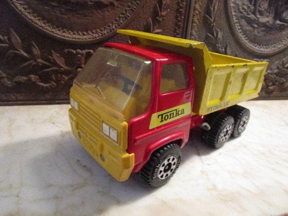 Vintage rouge et jaune tonka 39 camion benne basculante etsy - Camion benne tonka ...