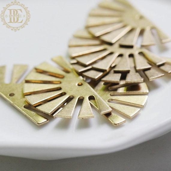 10 pièces solide Raw Brass charme moitié Sun 25x24mm CW-4300C