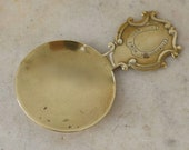 Brass TEA CADDY SPOON quot Good Luck from Kelvin Hall quot Sports Arena Glasgow Scotland Horseshoe Shield Shape Handle Round 1900 s Free Shipping